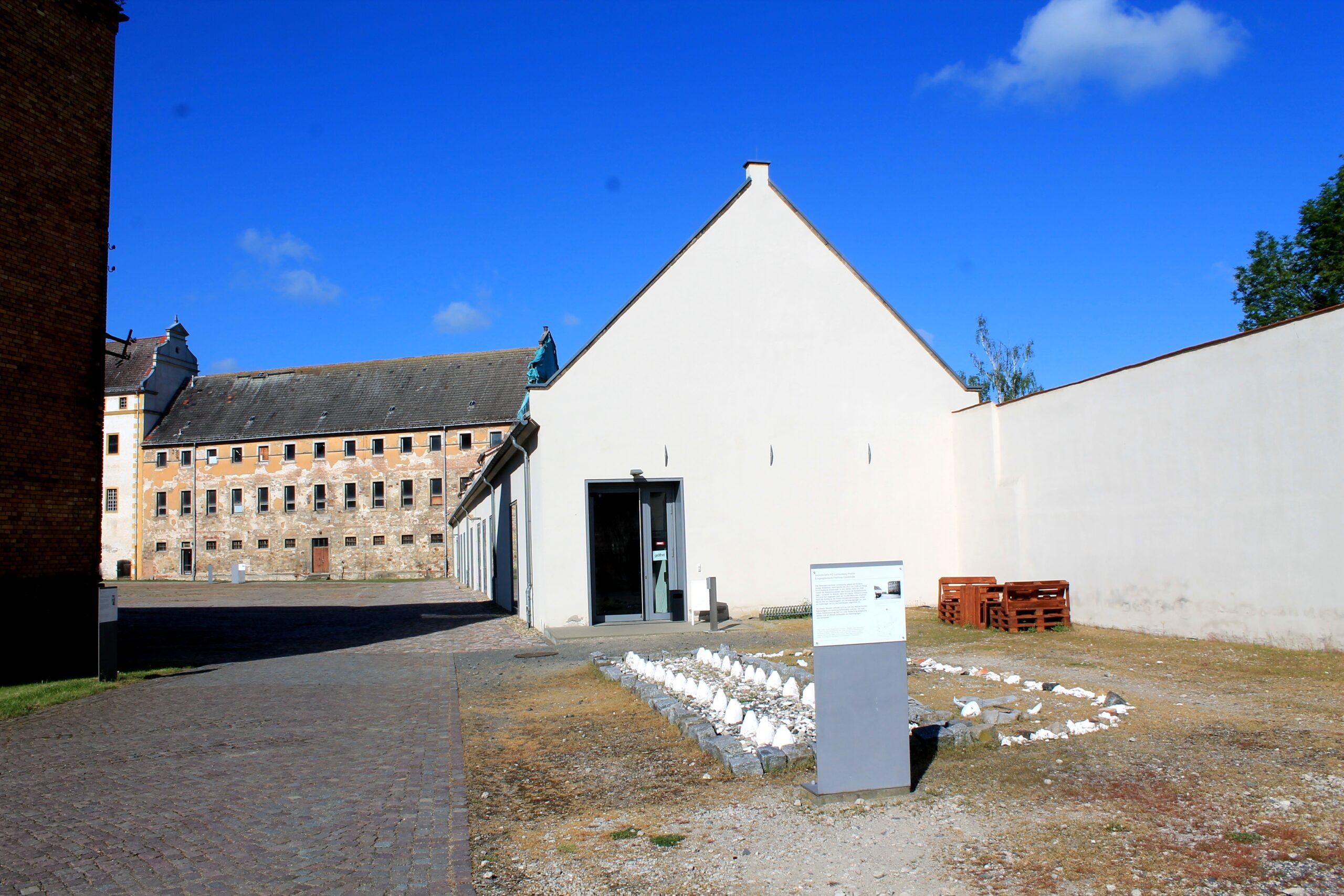 Eingang Gedenkstätte KZ Lichtenburg