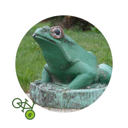 Punkt6 am Zweistromweg Die Statue des Frosch von Labrun